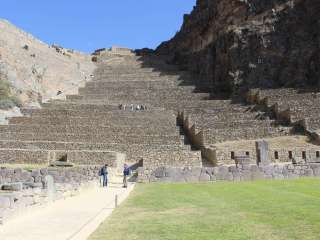 Visit of the Sacred Valley of the Incas and departure to Aguas Calientes (Machu Picchu)